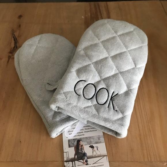 "Rae Dunn ""Cook"" mini oven mitt set"